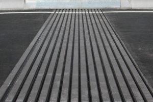Fahrbahnübergang mit mehreren Dehnprofilen (Lammellenfahrbahnübergang)